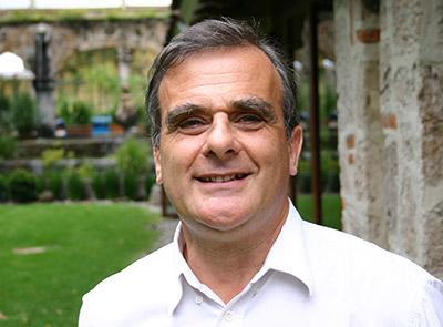 プロジェクトアブロード、創設者、イギリス、ピーター・スロウ