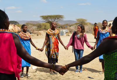 ギャップイヤーを利用して東アフリカのケニアで異文化交流を深めるボランティアたち
