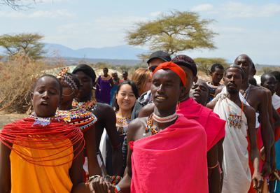 ケニアでボランツーリズムを楽しむ日本人ボランティア