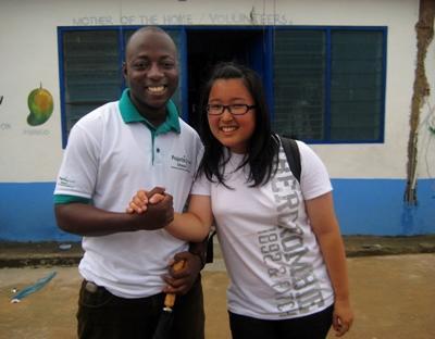教育プロジェクト、ガーナ、ボランティアと現地スタッフ