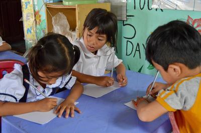 子供のケアの海外ボランティア 子供たちの学習レベルに合わせた基礎学習
