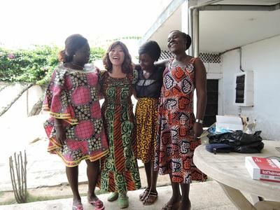 西アフリカのトーゴで異文化に触れる日本出身の社会人ボランティアの様子