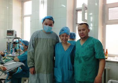 東南アジアのベトナムで医療活動中の社会人インターン