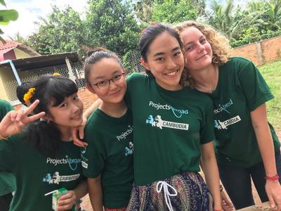 東南アジアの発展途上国カンボジアで出会った高校生ボランティアたち