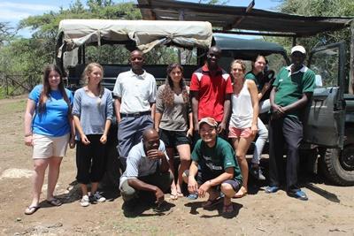 ケニアの環境保護スタッフとボランティアたち
