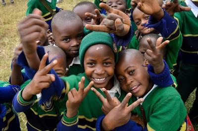 アフリカで国際ボランティア 現地の子供たち