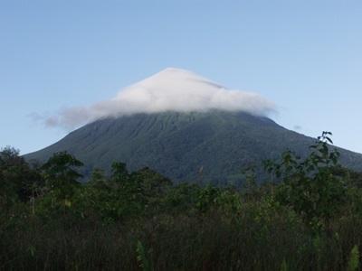 コスタリカのジャングルの中の山