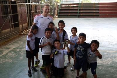 コスタリカの子供たちとボランティア