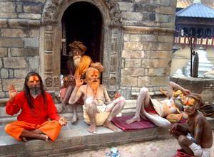 ネパール、道端のヒンデュー教徒