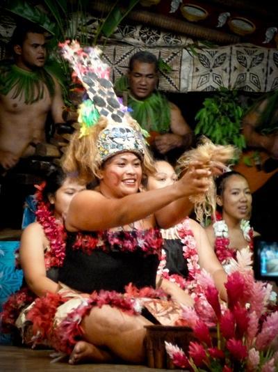 文化コミュニティープロジェクトにて、伝統衣装をきた現地のサモア人女性