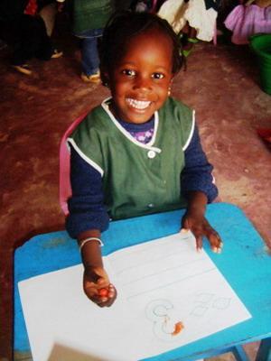 セネガル、クラス活動をする女子学生