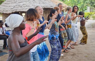 タンザニアで異文化交流を楽しむボランティアたち