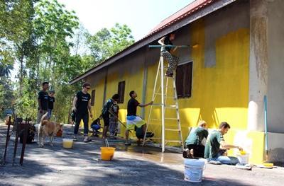 タイで地域に貢献するボランティアたち
