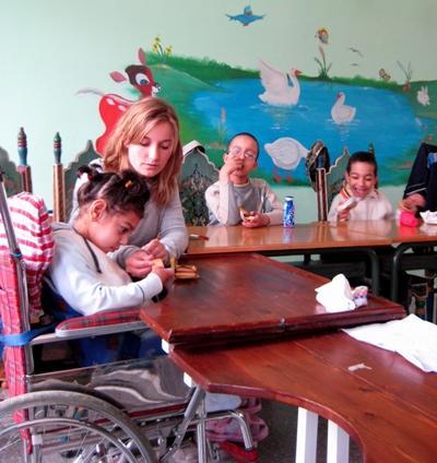 モロッコの特別支援学校で活躍するボランティア