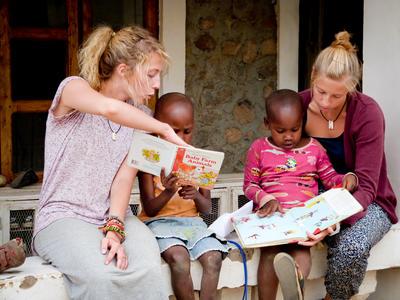 アフリカのタンザニアで子供のケアの海外ボランティア
