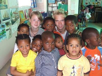南アフリカのケアセンターで活躍するボランティア