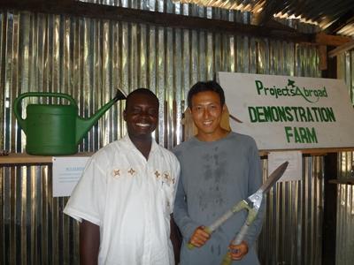 アフリカでオーガニック農業を指導するボランティア