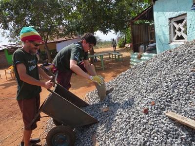 アジアの国で学校建築や災害復興支援の海外ボランティア
