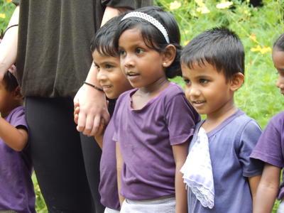 南アジアのスリランカで子供のケアの海外ボランティア