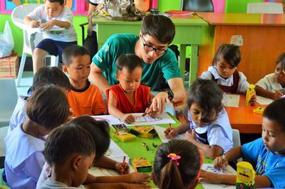 東南アジアのフィリピンで海外ボランティア 幼稚園で子供たちに健衛生指導