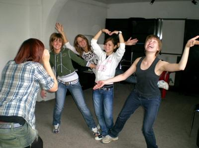 東ヨーロッパで芸術指導を行うボランティア