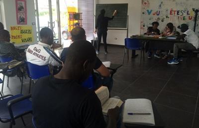 南イタリア難民支援プロジェクトの語学クラス