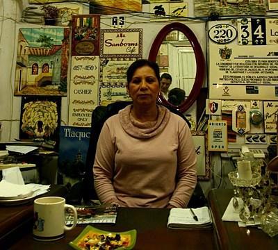 南米のビジネスプロジェクトの活動場所の店員