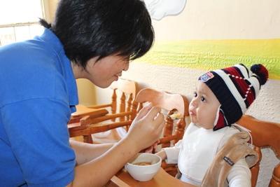 メキシコで子供のケアに貢献する日本人ボランティア