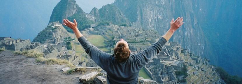 南米ペルーで、世界遺産マチュピチュを訪れたボランティアの様子