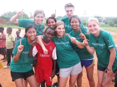 高校生の海外ボランティア 西アフリカのガーナでサッカー教育