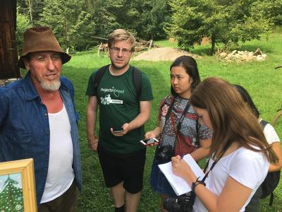 東欧ルーマニアで海外留学 ジャーナリズム活動中の高校生ボランティアたち