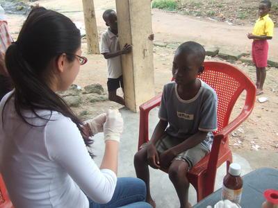 高校生の短期海外ボランティア ガーナで医療アウトリーチ活動に取り組む日本人高校生ボランティア
