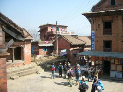 ネパールで理学療法の海外ボランティア 現地入りした高校生ボランティアたち