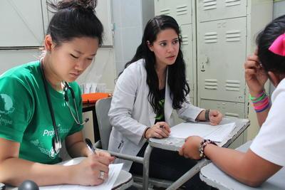 中米メキシコで看護師の海外インターンシップ 活動中の日本人看護インターン