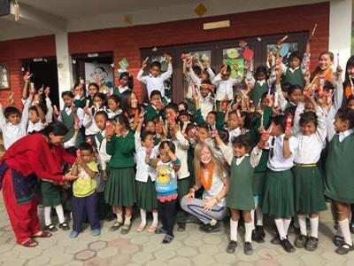 ネパールでケアボランティア 歯磨きの衛生指導