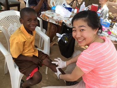 ガーナで公衆衛生活動に貢献する日本人大学生ボランティア