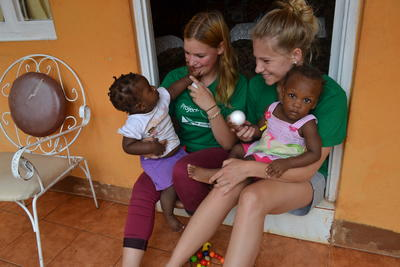 春休みの短期海外ボランティア ジャマイカでチャイルドケアに貢献する大学生ボランティアたち