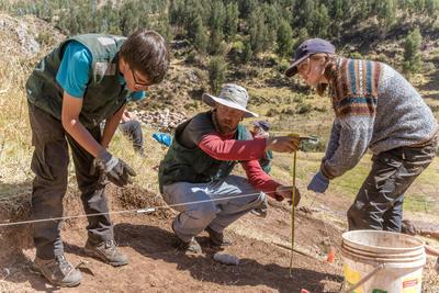 ペルー考古学海外ボランティア 発掘作業の様子