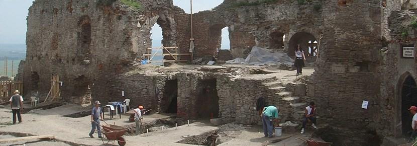 考古学プロジェクト、石の構造