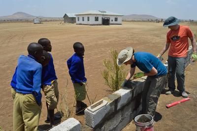 東アフリカのタンザニアで学校建設の海外ボランティア