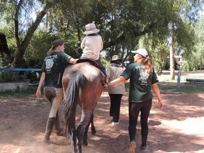 ボリビア、乗馬セラピープロジェクト、特別支援の必要な子供をサポートするプロジェクトアブロードボランティア