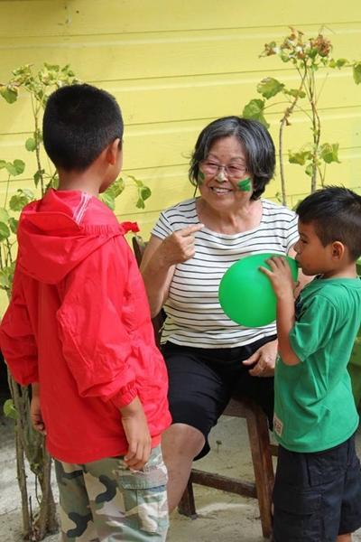 ベリーズでチャイルドケア活動をする日本人ボランティア