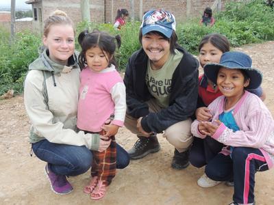 南米ボリビアで海外ボランティア チャイルドケア活動中の日本人大学生ボランティア