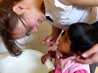 ボリビア、孤児院で歯磨きを教えるプロジェクトアブロードボランティア