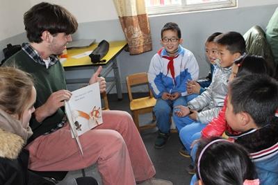 中国、特別支援施設の大人とプロジェクトアブロードボランティア