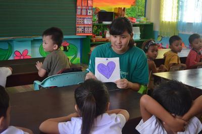 フィリピンで海外ボランティア 現地の学校で基礎英語を教える日本人ボランティア