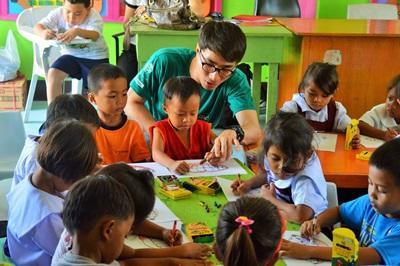 フィリピン、ケアセンターでアクティビティをするプロジェクトアブロードボランティア