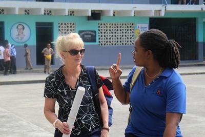HIVのワークショップへ向かうケアボランティアとプロジェクトアブロードのスタッフ