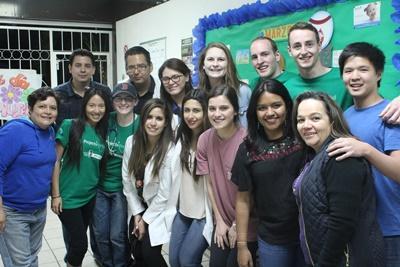 メキシコHIV/エイズプロジェクト アウトリーチ活動中のボランティアたち