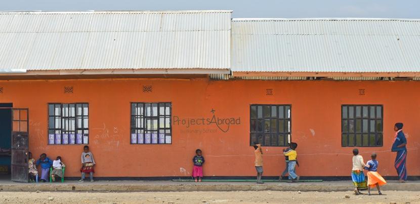 発展途上国の地域に根差した子供のケアの海外ボランティア